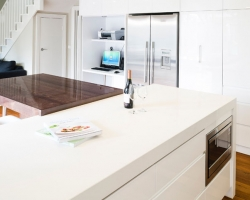 White Glossy Kitchen, Mirror Splashback