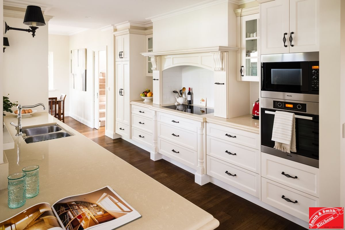 Balwyn country kitchen smith smith for Modern country style