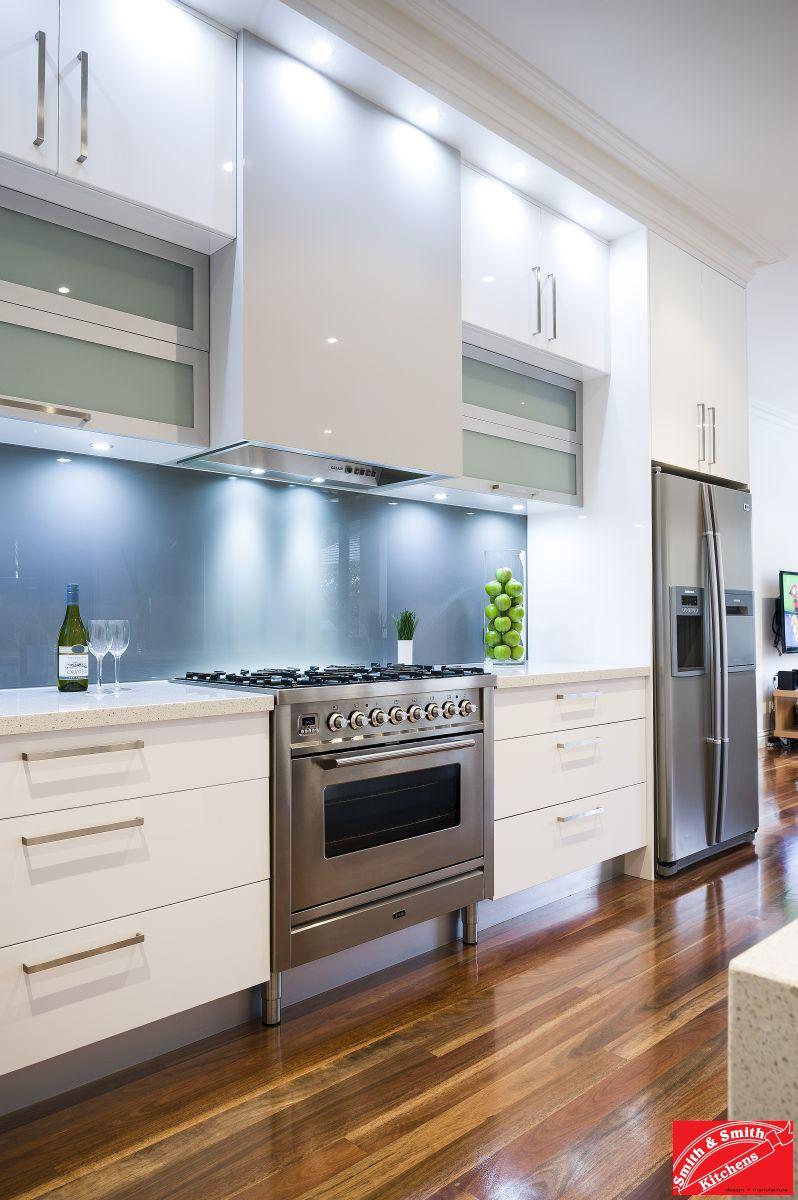 ... Modern Kitchen. Balwyn_modern_kitchen_pic01.  Balwyn_modern_kitchen_pic02. Balwyn_modern_kitchen_pic03.  Balwyn_modern_kitchen_pic04