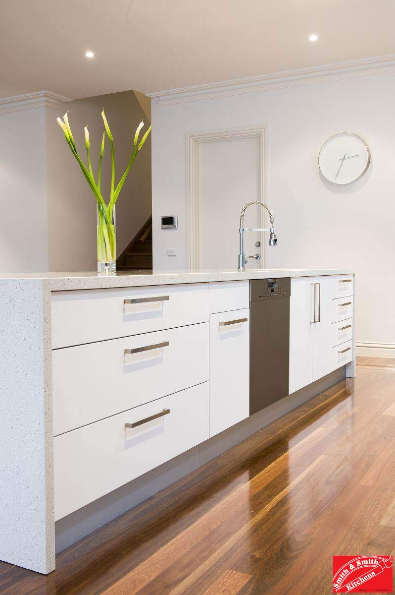 Modern white kitchen modern white kitchen pics smith for Contemporary kitchen cabinet colours