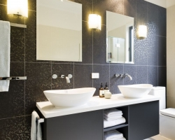 brunswick_modern_bathroom_pic01
