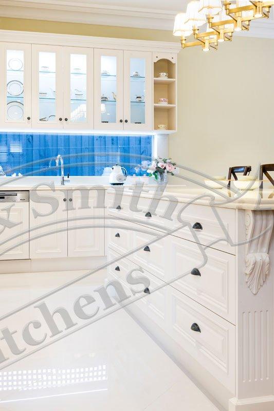 Splashbacks kitchens smith smith kitchens for Hampton style kitchen handles