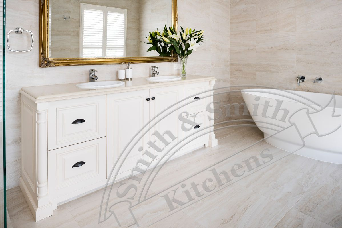 Hamptons style kitchen and bathroom camberwell smith for Trend bathroom and kitchen