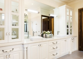 Traditional Style Bathroom