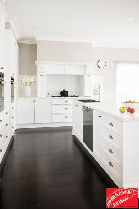 Pared-back Hamptons style kitchen SmithandSmith_TimTurner4630