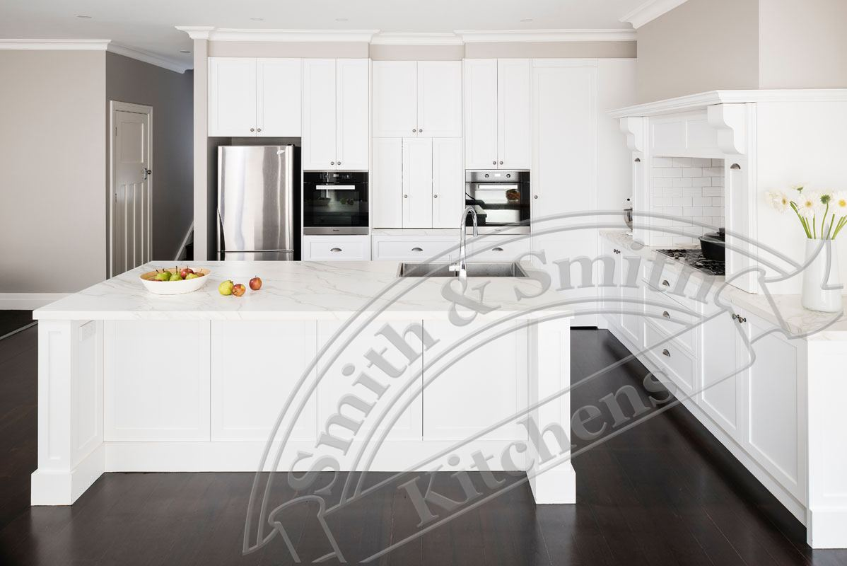 Kew modern classic kitchen smith smith for Classic contemporary kitchen design ideas